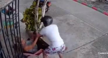 VIDEO: la golpiza de una