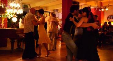 Por el coronavirus, los lugares para bailar tango en Berlín corren riesgo de cierre definitivo