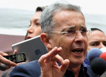 Por presunto fraude, Justicia de Colombia ordenó la prisión preventiva domiciliaria de Álvaro Uribe