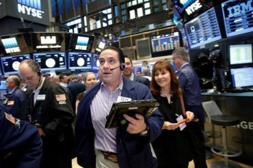 Tras acuerdo por la deuda, cae el Merval y el riesgo país baja a los 2000 puntos