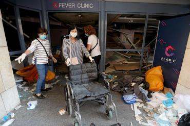 """Catástrofe humanitaria en hospitales de Beirut: """"Llega gente con fotos de sus familiares y no sabemos qué decirle"""""""