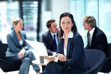 Resolución del Gobierno obliga a sumar mujeres a los directorios de las empresas