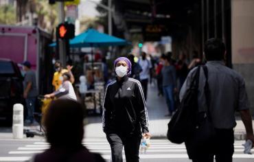 EE.UU. se divide en dos y su pandemia se convierte en la de