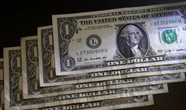 Dólar cerró la semana en alza en todas sus cotizaciones: Blue a $133 y