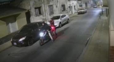 Rompió vidrios de 20 autos en Junín y se arrepintió en redes: