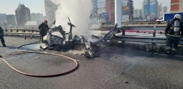 Explotó violentamente un vehículo en medio de Avenida General Paz