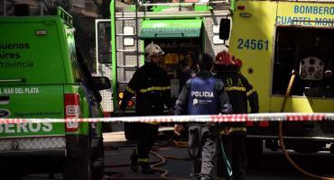 Hallan el cadáver calcinado de un hombre en el baúl de un auto incendiado en La Plata