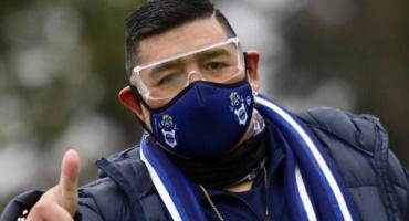 Maradona estuvo por primera vez presente en el entrenamiento de Gimnasia LP desde reinicio de prácticas