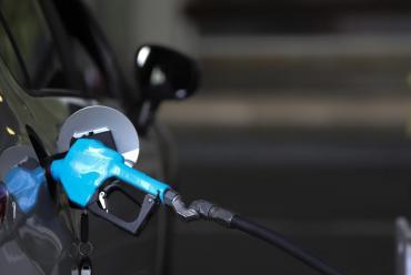 Golpe al bolsillo: YPF aumenta 3,5% en promedio el precio de los combustibles