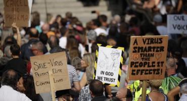 Grandes protestas en Londres y Bucarest contra las restricciones en medio de la pandemia