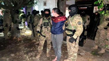 """Policía sufrió brote psicótico, se atrincheró en su casa y baleó a otro efectivo: """"Soy el elegido de Dios"""""""