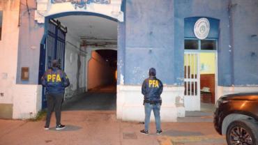 Allanaron comisaría en Punta Alta y detuvieron a dos policías por extorsión