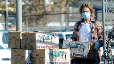 Brad Pitt repartió comida a los más necesitas