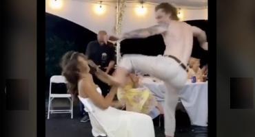 El novio arruinó la boda pateándole la cara a su novia durante un baile