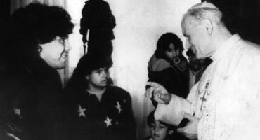 El día en que Maradona insultó al Papa Juan Pablo II y pidió que el Vaticano venda su oro para los pobres