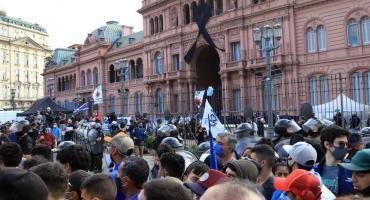 Detuvieron a nueve personas durante el velatorio de Maradona en las inmediaciones del Obelisco y Casa Rosada