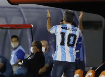 Renato Gaúcho dirigió a su equipo en Copa Libertadores con la camiseta de Maradona