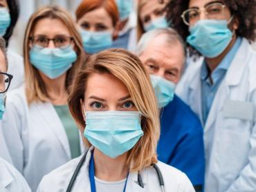 Médicos y pacientes en riesgo piden transparencia en el plan de vacunación