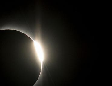 Eclipse solar: Neuquén y Río Negro recibirán turismo internacional para verlo este lunes