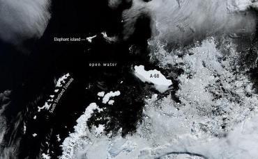 El Iceberg más grande del mundo alerta a los científicos por una posible colisión