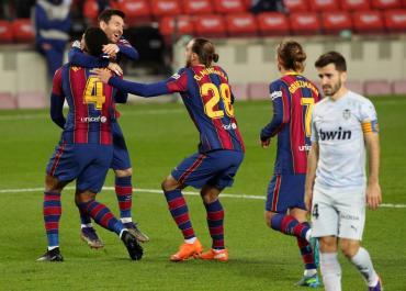 Messi igualó un histórico récord de goles de Pelé pero el Barcelona no pasó del empate ante Valencia