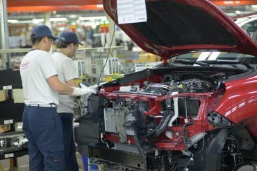 Preocupación en las terminales automotrices por acceso a divisas para importar vehículos terminados e insumos