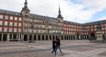 El coronavirus avanza en España: Madrid adelanta el toque de queda