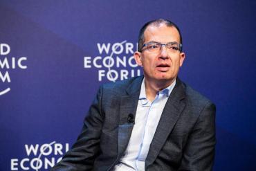 "Stéphane Bancel, CEO de Moderna: ""Vamos a vivir para siempre con el coronavirus"""