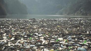 Video: Preocupante cantidad de basura plástica en el río Iskar en Bulgaria cerca de una represa hidroeléctrica
