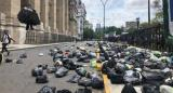 Arrojaron bolsas de basura en Tribunales en una marcha para reclamar la liberación de Milagro Sala