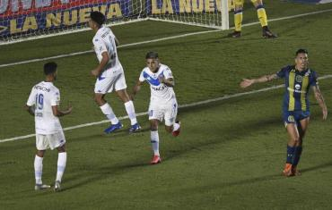 Vélez superó a Central por 3 a 1 y podrá jugar la final para ingresar a la Sudamericana