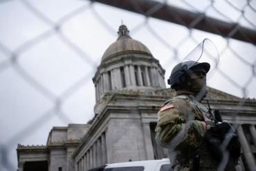 Tensión en Estados Unidos: detuvieron a un hombre con pistola cargada y 500 cartuchos cerca del Capitolio