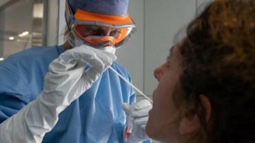 Nuevo síntoma visible del coronavirus: el color de la lengua podría ser un gran indicador