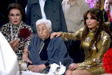 Imágenes sensibles: Doña Eva, la abuela de Thalía y Laura Zapata fue maltratada en un geriátrico