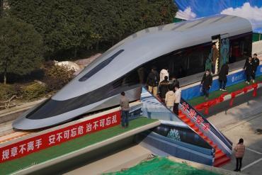 China presentó su nuevo tren maglev, el más rápido del mundo: alcanzará una velocidad de 620 km/h