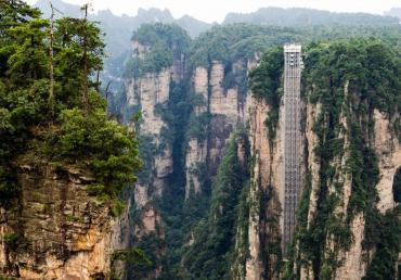 VIDEO: conocé al Bailong, el ascensor al aire libre más alto del mundo