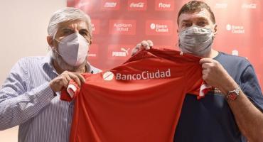 Renovación en Independiente: firmó Julio César Falcioni y dirigió la primera práctica