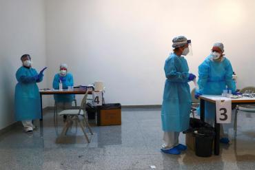 En España las comunidades autónomas buscan hacer vacunaciones masivas en estadios