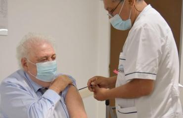 Ginés González García también recibió la vacuna Sputnik V contra el coronavirus