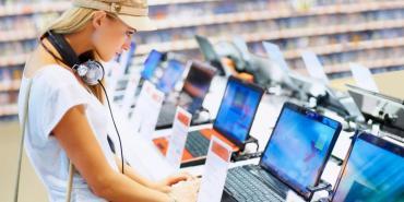 El gobierno piensa un impuesto a las PC por la falta de dólares