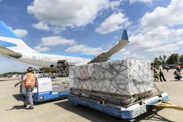 Llegó a Moscú el vuelo que traerá más vacunas contra coronavirus a la Argentina