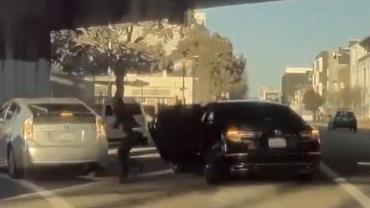 VIDEO: un Tesla logró captar impactante robo con su cámara en plena avenida