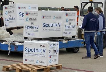 Investigan desaparición de 30 dosis de la vacuna Sputnik contra coronavirus en Comodoro Rivadavia