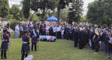 Inhumaron los restos del ex presidente Carlos Menem en el Cementerio Islámico de La Tablada
