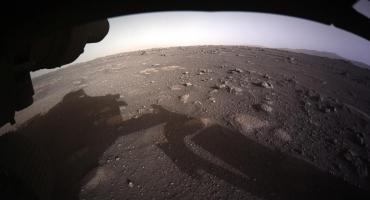 El rover Perseverance de la NASA envió las primeras fotos en color de Marte