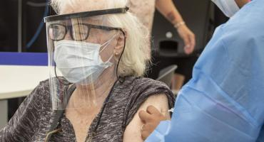 Advierten que la Economía argentina podría empeorar si el Gobierno no avanza con la vacunación contra el coronavirus