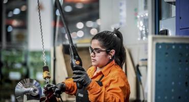 INDEC: la actividad económica cayó 1,2% en abril con respecto a marzo y acumuló tres meses de retroceso