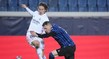 El Real Madrid aprovechó el hombre de más y rescató un valioso triunfo ante Atalanta por Champions