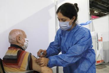 Fracaso de la campaña sanitaria del Gobierno: aplicaron menos del 50% de las vacunas contra coronavirus llegadas a la Argentina