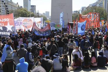 Caos vehicular en Centro de la Ciudad de Buenos Aires por protesta de organizaciones sociales